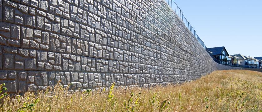 Large scale retaining wall