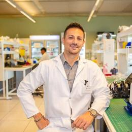 Image: Dr Carmine Gentile is using bio-inks to 3D print heart tissue. Photo: Giovanni Portelli