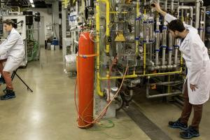 Burning natural gas while capturing pure carbon dioxide